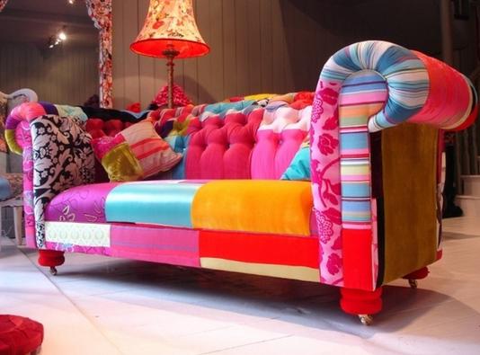 Abbiamo 578 divani su pinterest se volete ve li facciamo for Salotti colorati