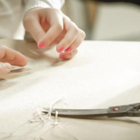 Mani al lavoro artigiano divanoXmanagua