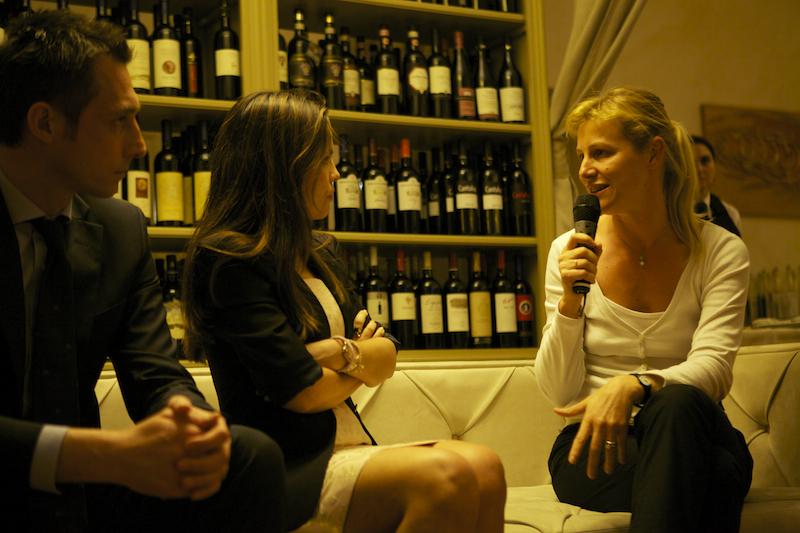 Alessia Mosca e Mariangela Pira sul divanoXmanagua