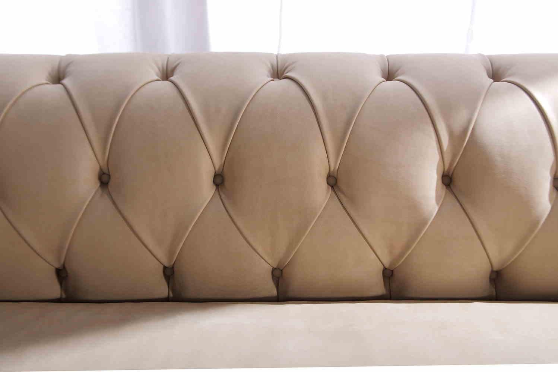 Lo schienale in capitonné del divano chesterfield Boston