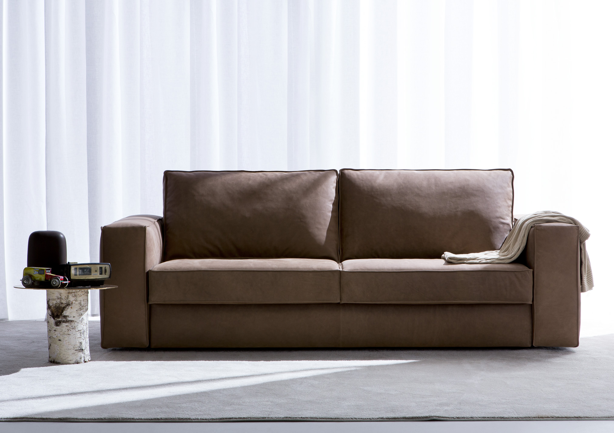 Chi ha ucciso il divano letto erano in tanti uno di loro for Arredamento divani