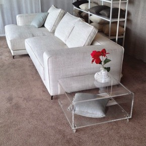 divano-su-misura-christian-tavolino-plexiglass-designtrasparente
