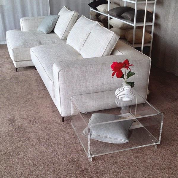Berto e design trasparente nello showroom bertoroma for Tavolino divano design