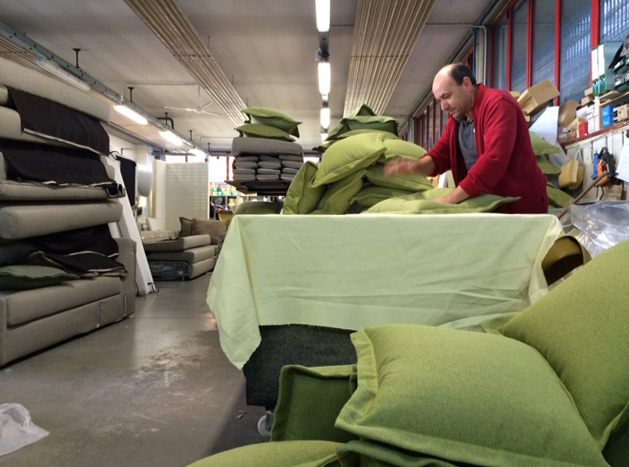 La Tappezzeria sartoriale BertO invasa di cuscini