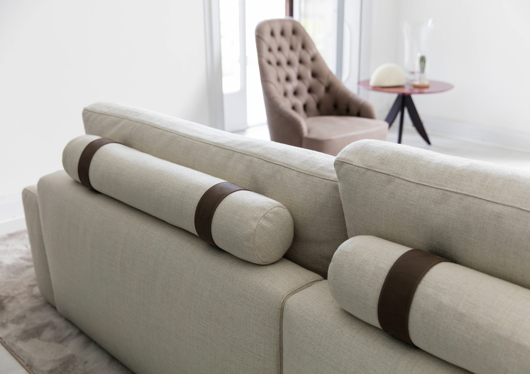Joey sofa with low and high seatbacks