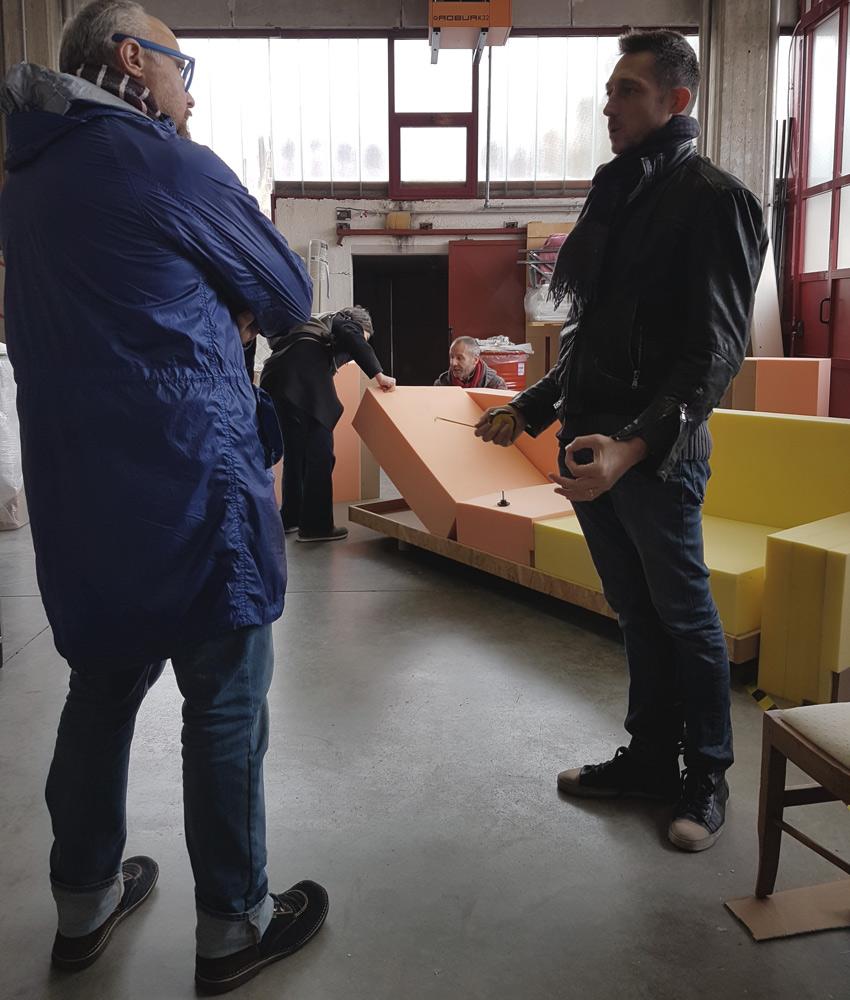 Diulio Iacchetti e Filippo Berto con il divano MEDA