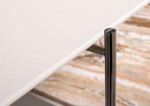 Tavolino Riff con piano laccato e gambe cromo nero lucido