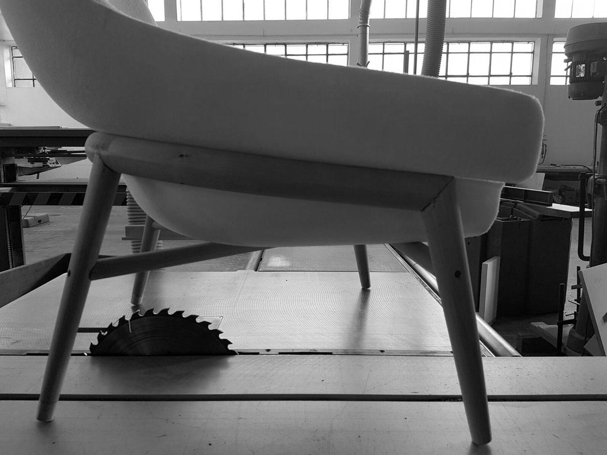 Prototipo poltrona Hanna con seduta monoblocco