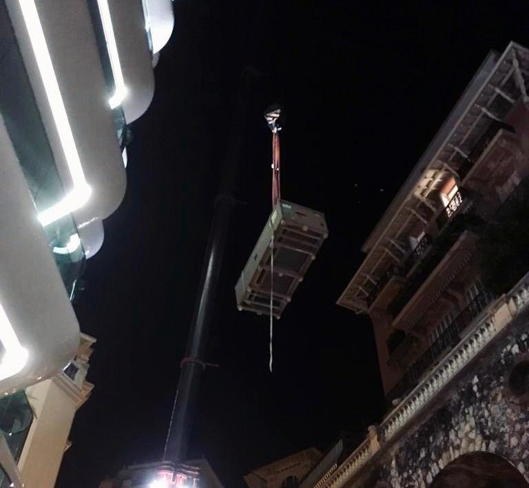 Consegna speciale: divano time break vola sul Principato di Monaco