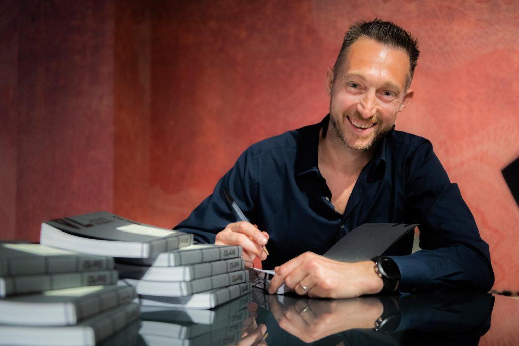 Filippo Berto firma il libro Spirito del 74