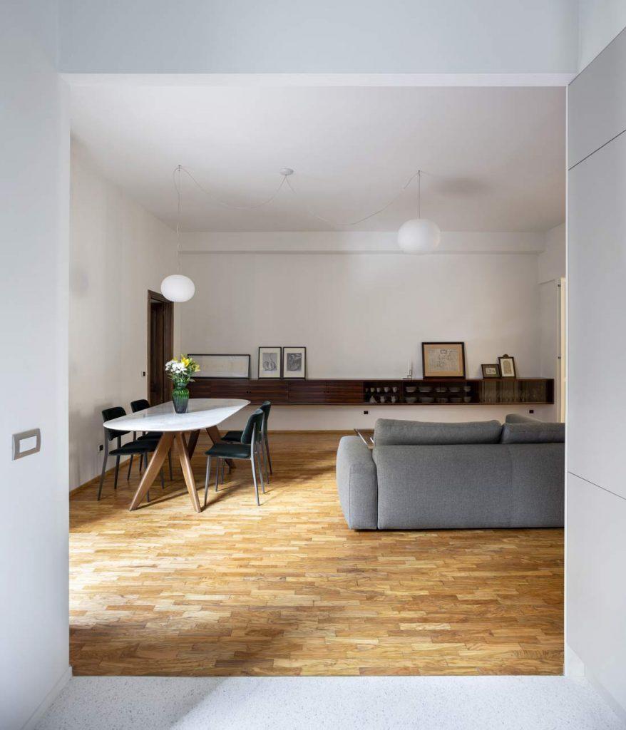 progetto casa anni 70 con divano joey di berto e tavolo ring piano in marmo
