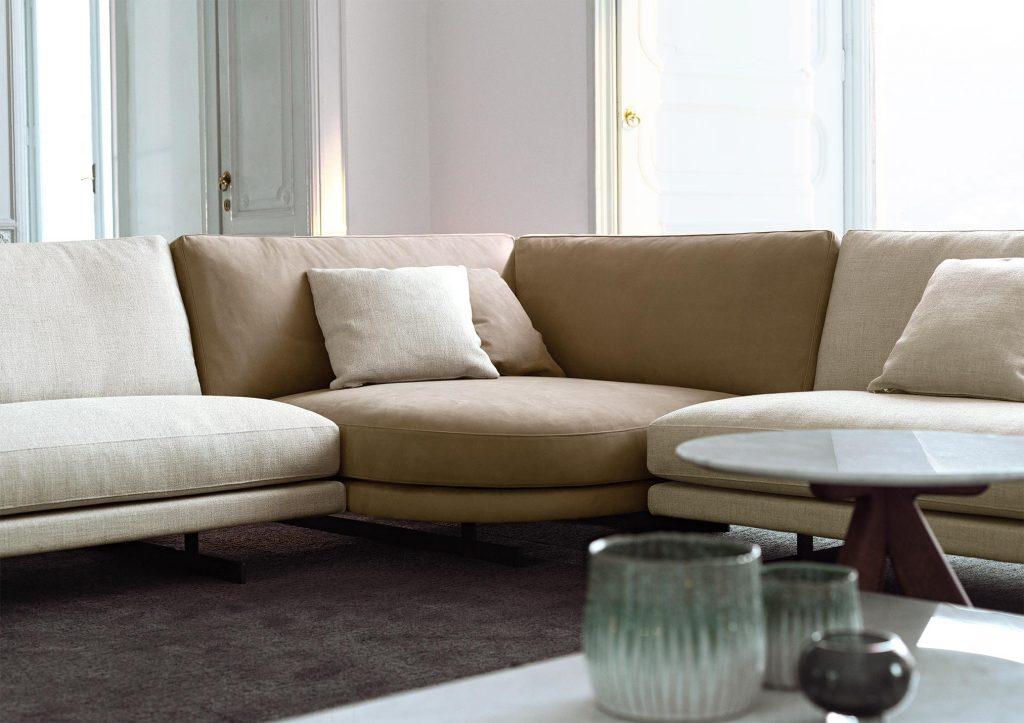 divano di design dee dee con elemento speciale rotondo
