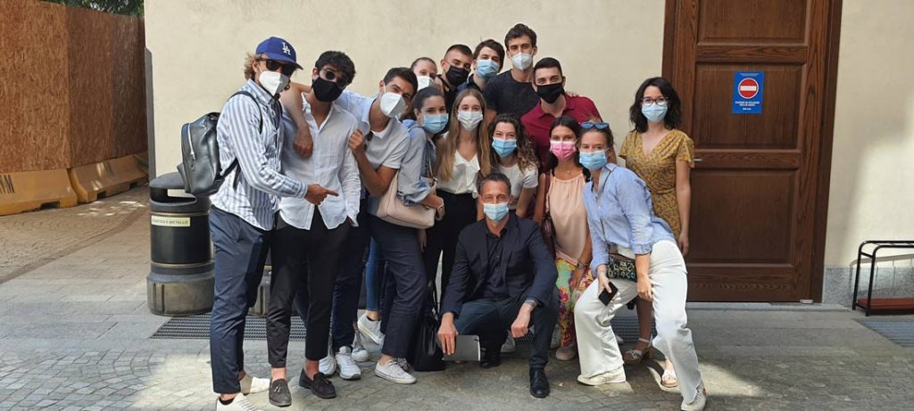 Filippo Berto con gli studenti dell'Università Cattolica di Milano per il workshop Hackathon BertO