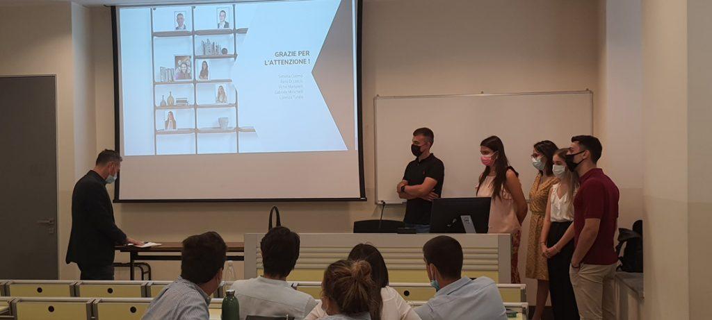Gli studenti dell'Università Cattolica del Sacro Cuore di Milano presentano una campagna marketing per il lancio della nuova collezione BertO